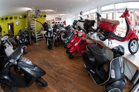 Motoden Honda dealer showroom4